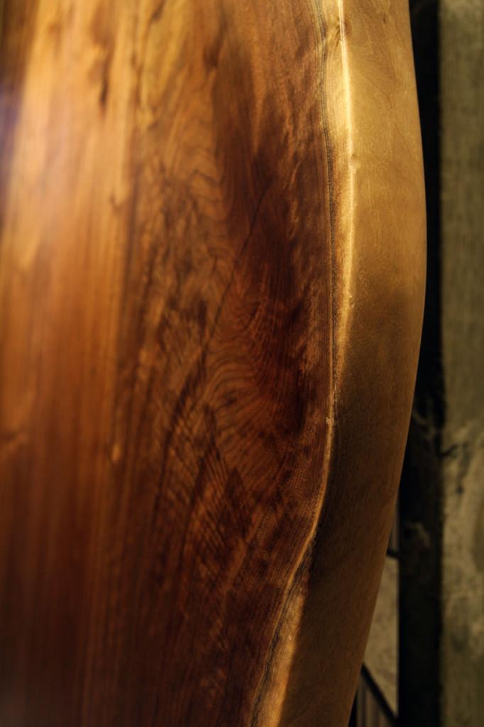 木材本来の形を生かした形状