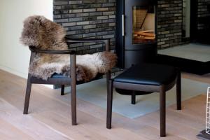 どの角度から見ても美しい造形の椅子です