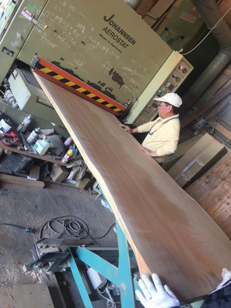 板の厚みを調整するプレーナー加工
